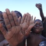マラウィ湖の子供達の写真①