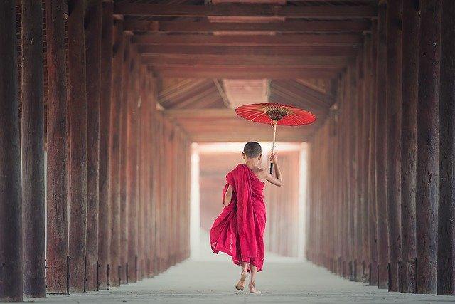 ミャンマー僧侶子供