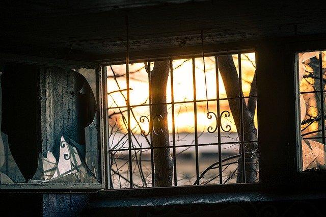 window-1861888_640
