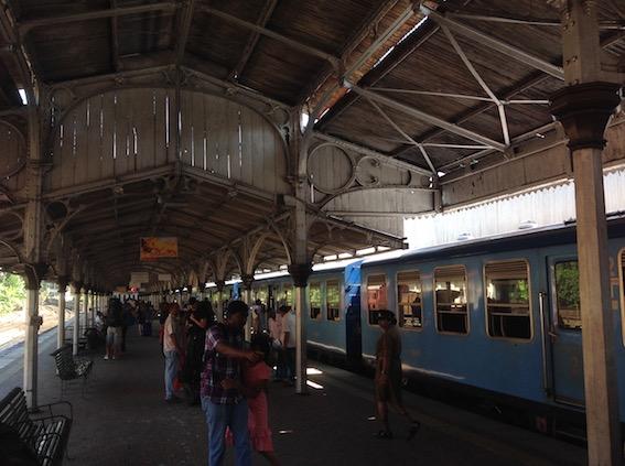 コロンボ電車ホーム2